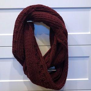 Chunky maroon sweater infinity scarf